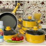 Pour éliminer les taches de graisse brûlée sur les casseroles